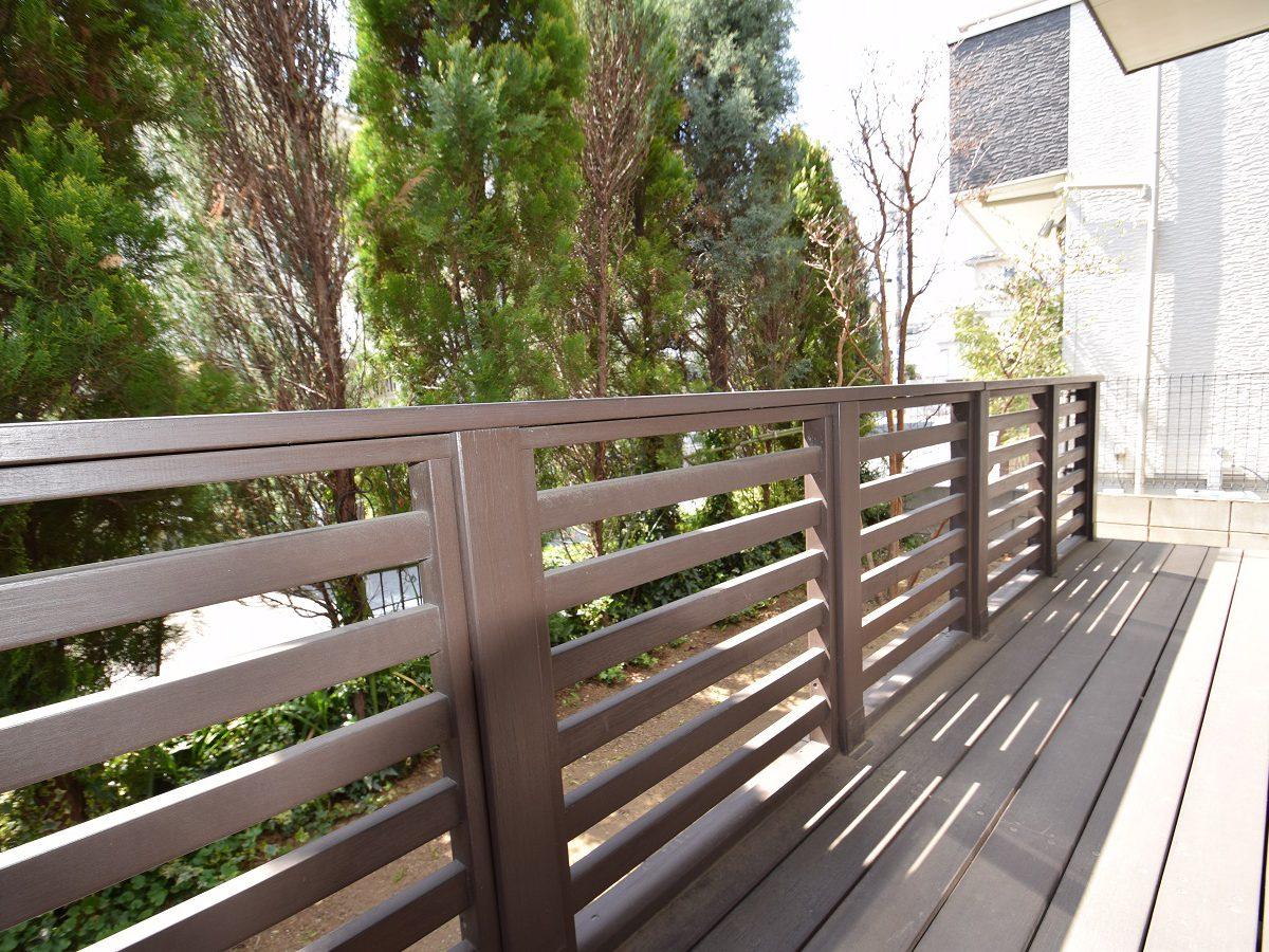 室内と屋外が心地よく融合できるウッドデッキ付戸建