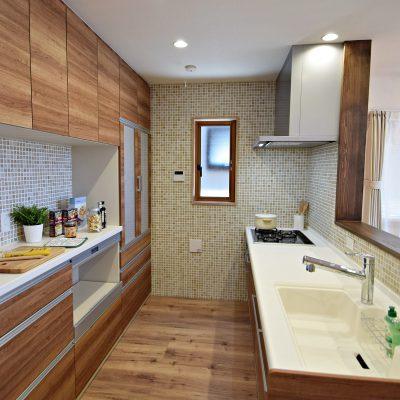 木目調が美しいキッチン