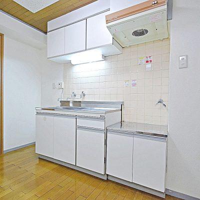 白を基調に清潔感あるキッチン