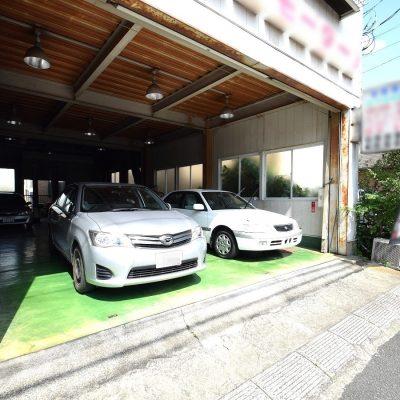自動車整備工場入口