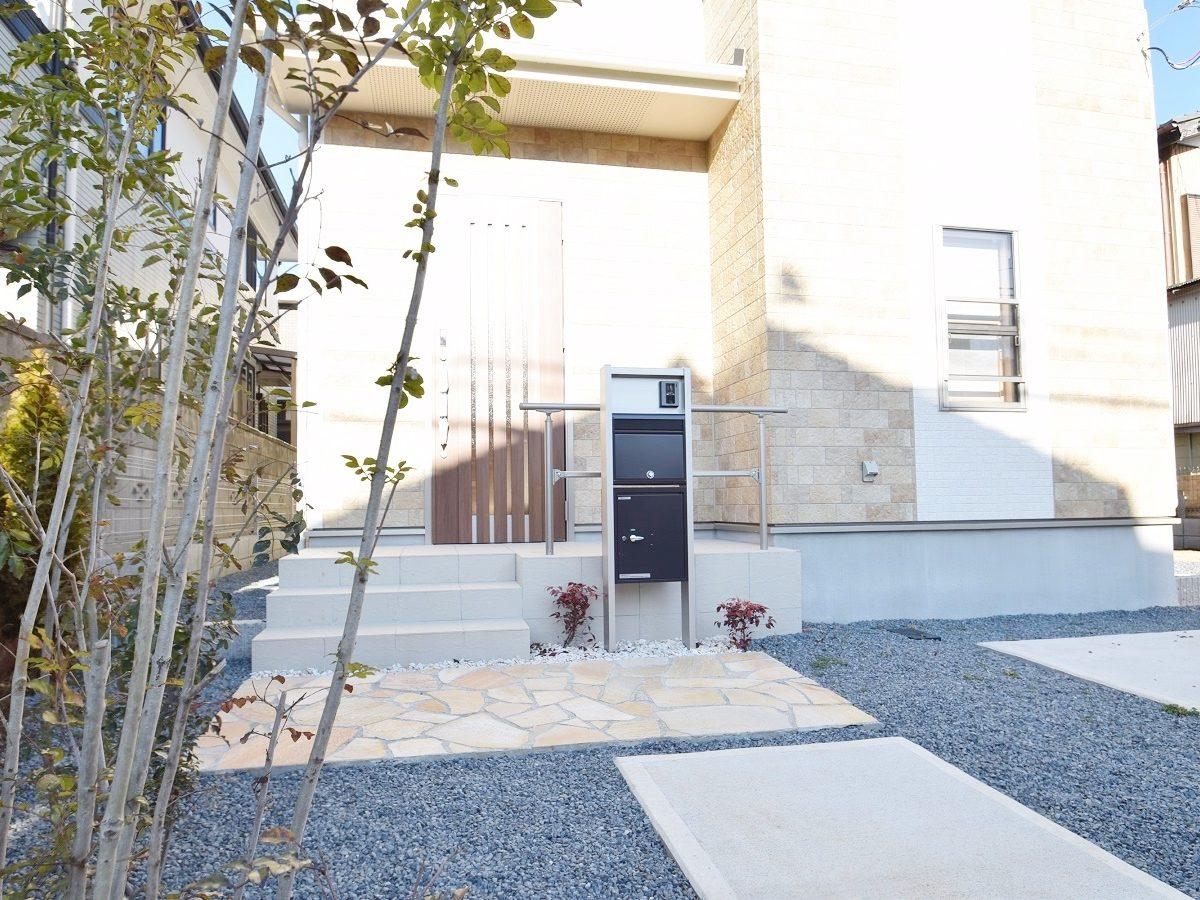 広い家と、広い庭があって、ガレージもある理想の邸宅