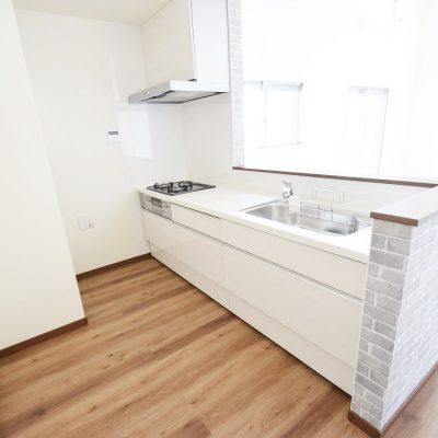 白基調の明るいキッチン