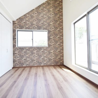 空間の有効利用(勾配天井の寝室 約6.4帖)