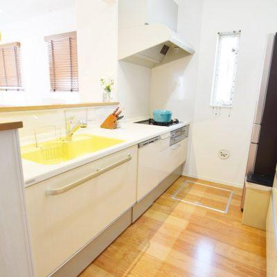 人気のオープンキッチンは家族の様子が見渡せ、安心して食事の支度ができます。